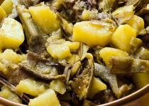 agnello con patate e carciofi - lamsvlees met aardappelen en artisjokken