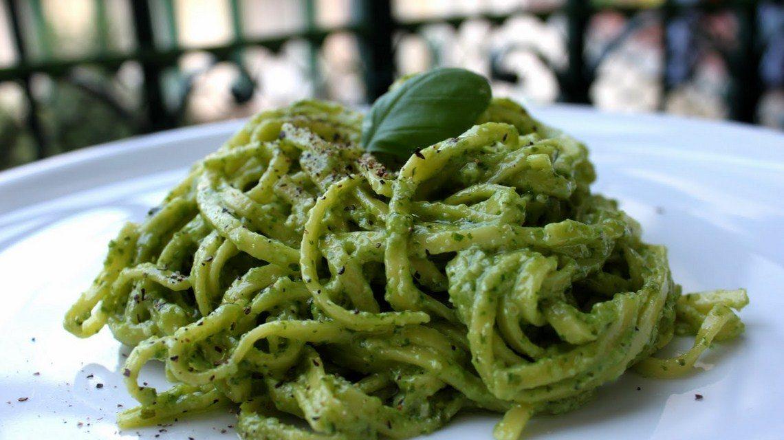 Tagliatelle con pesto e zucchine – Tagliatelle met pesto en courgettes
