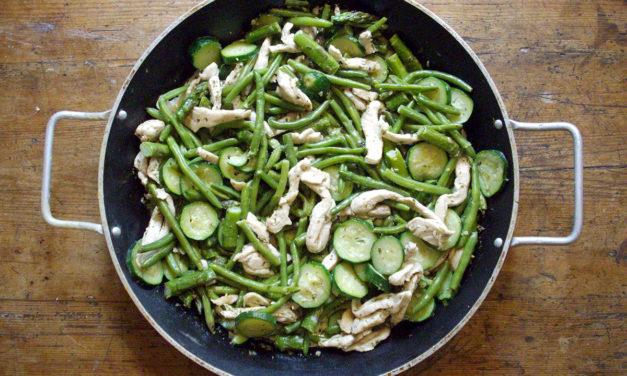 Insalata di pollo con zucchine, fagiolini e asparagi – Salade van kip, courgette, sperzieboontjes en asperges