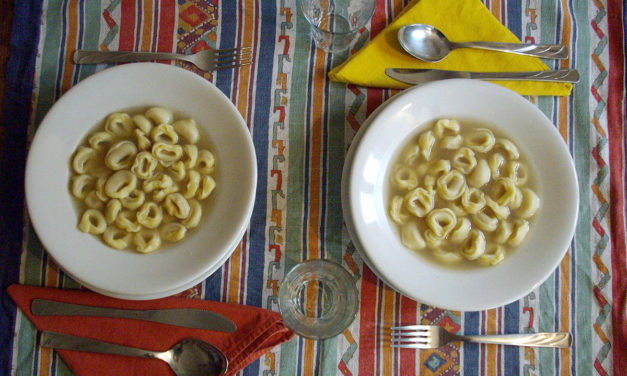 Tortellini in brodo -Tortellini in bouillon