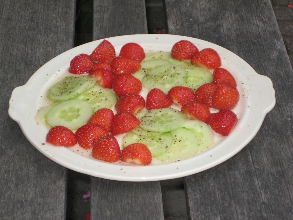 Salade Elona – Salade van aardbeien en komkommer