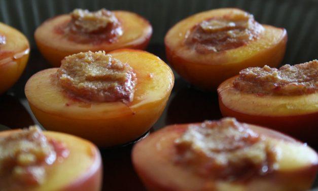 Perziken uit de oven met banketbakkersroom