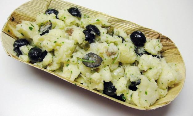 Insalata di rinforzo – Bloemkoolsalade met zwarte olijven