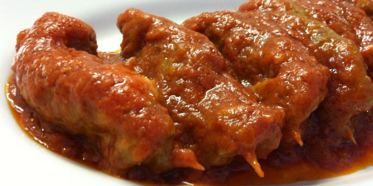 Braciole di vitello al sugo di pomodoro – Opgerolde kalfslapjes in tomatensaus