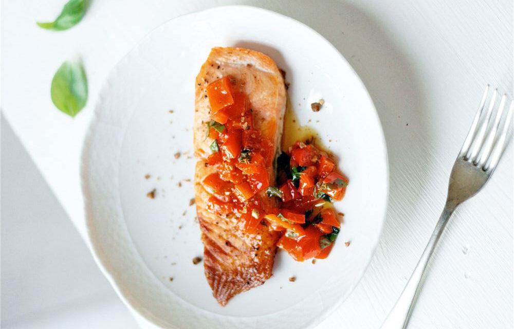 Salmone con salsa di peperoni rossi e nocciole – Zalm met salsa van rode paprika en hazelnoten