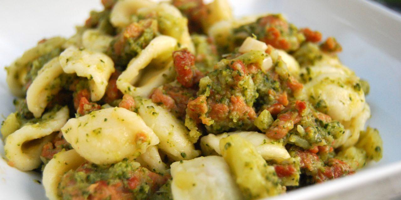 Orecchiette broccoli e salsiccia – Oortjespasta met broccoli en saucijs
