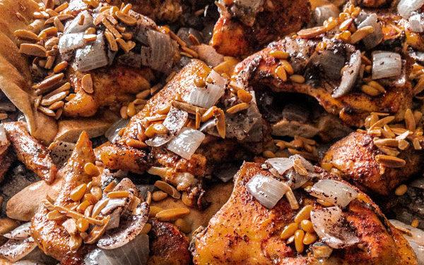 Musakhan – Geroosterde kip met sumac en rode uien op Taboon brood
