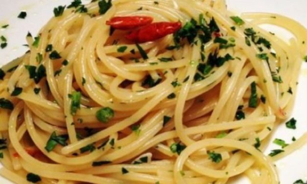 spaghetti aglio, olio e peperoncino – spaghetti met knoflook, olijfolie en Spaanse peper